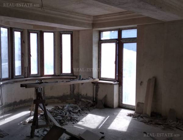 3 bedrooms apartment for sale Saryan St, Center Yerevan, 47144
