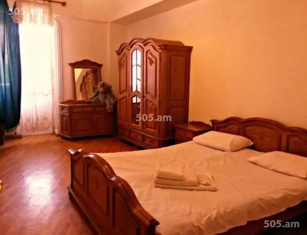 3 bedrooms apartment for rent Chaykovski St, Center Yerevan, 3577