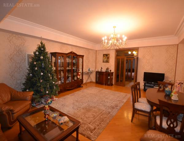 3 bedrooms apartment for sale Baghramyan Ave (Kentron), Center Yerevan, 102490