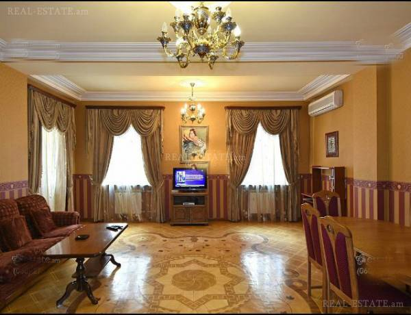 3 bedrooms apartment for rent خیابان چارِنتس, مرکز شهر ایروان, 112345